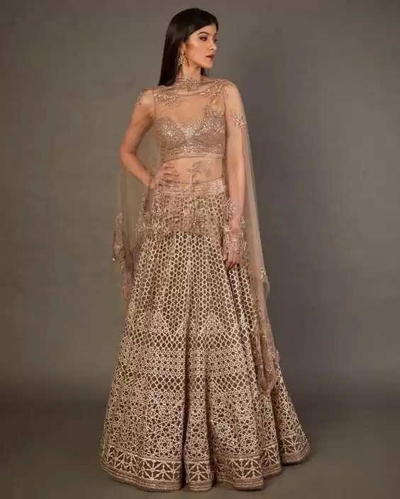 Fashion Tips :शादी सीजन के लिए सनाया कपूर के ये लहंगा लुक बनाएंगे आपको सबसे अलग और खूबसूरत