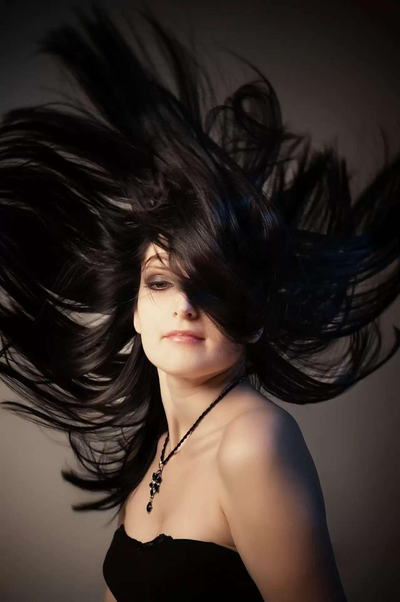 Hair Care Tips :- बालो को शाइनी बनाने के लिए अपने बालो में लगाए ये होममेड हेयर मास्क